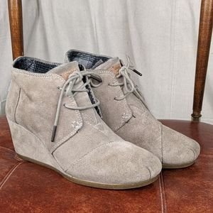 Toms suede wedge boot 8.5